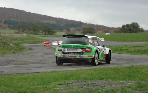 Jenke gibt Gas: Im Škoda Fabia zum Rallye-Fahrer [Sponsored Video]