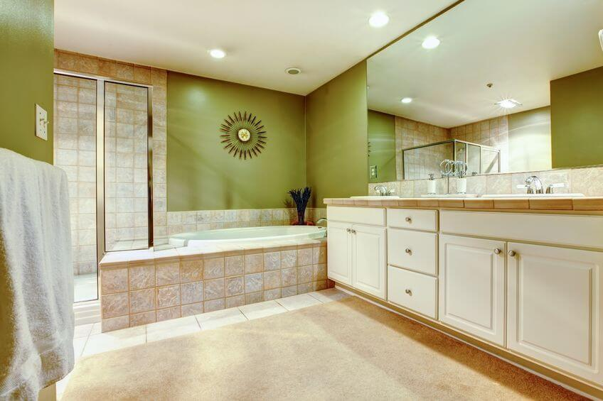 7 Tipps, um ein großes Bad zu einer Wohlfühloase zu machen