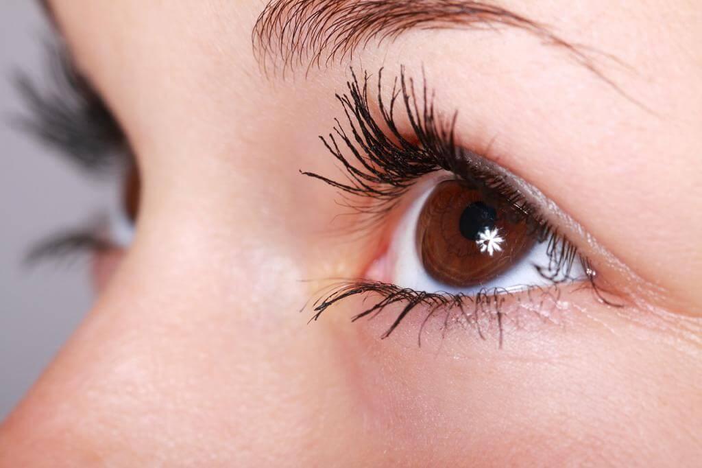 Notfall im Urlaub – das hilft bei trockenen und gereizten Augen während der Urlaubsreise