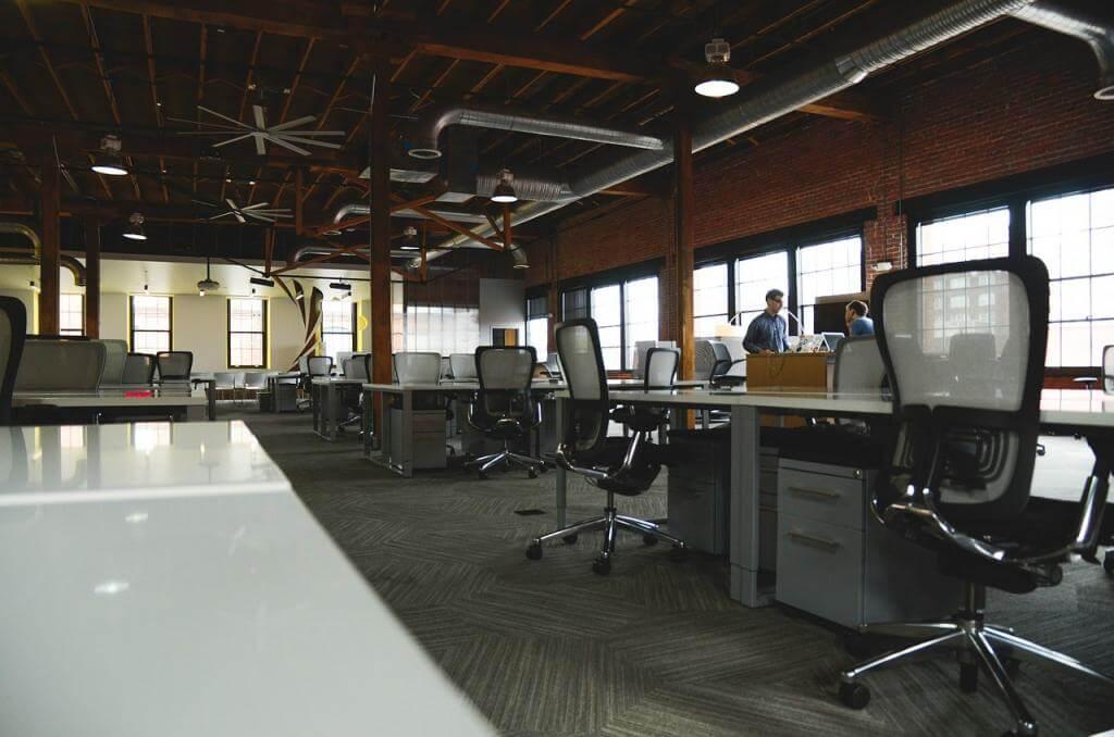 Wie ergonomische Bürostühle der Gesundheit helfen