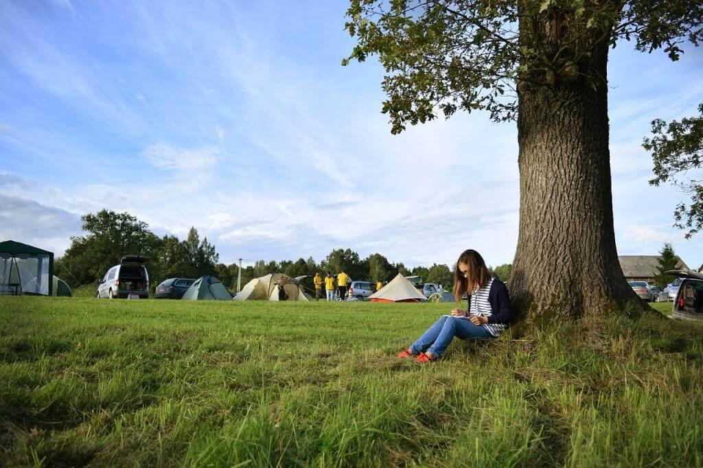 camping selbst ist der mann auch im urlaub. Black Bedroom Furniture Sets. Home Design Ideas
