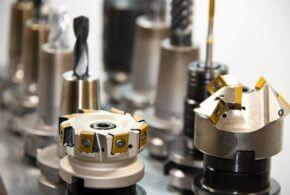 CNC-Fräsen vs. 3D-Druck: die Vor- und Nachteile beider Fertigungsmethoden im Überblick