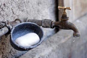 Der Wasserhahn tropft – und das ist in der Industrie ein großes Problem