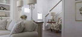 Treppensteigen – Knieschmerzen durch maßgeschneiderte Treppenlifte verhindern