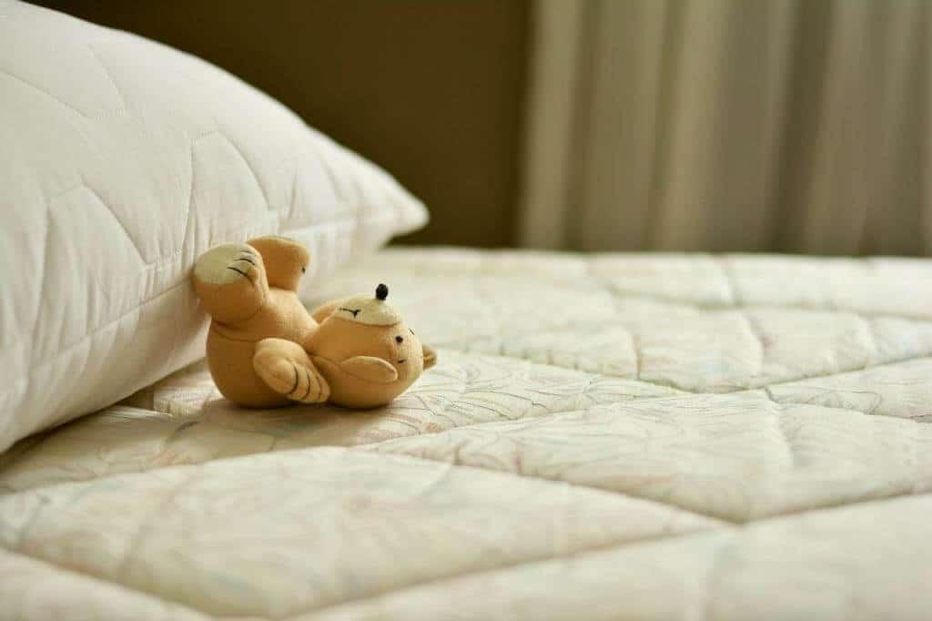 Matratzen auf den Boden legen: Machbar oder falscher Mythos?