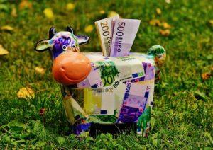 Angespartes Geld zeigt der Bank, dass der Kreditnehmer verantwortungsvoll mit seinen privaten Finanzen umgeht.