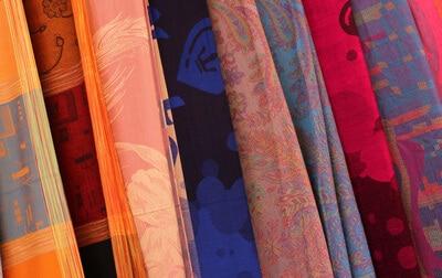 Synthetische Kleidung – Vor- und Nachteile von Polyesterstoff