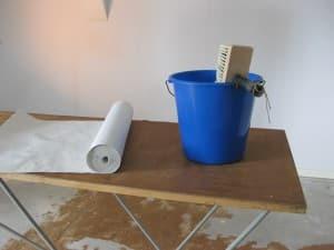 von der auswahl der richtigen tapeten bis zum tapezieren. Black Bedroom Furniture Sets. Home Design Ideas