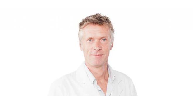 Dr. med. Reinhard Titel in Wiesbaden – Medical One Schönheitsklinik | Premium-Arzt-Profil