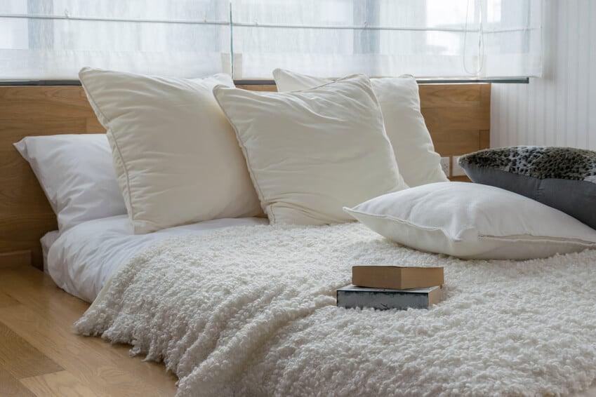 weich und warm gebettet und wie schlafen sie am besten. Black Bedroom Furniture Sets. Home Design Ideas